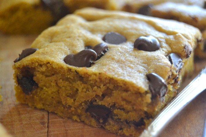 Chocoalate Chip Pumpkin Blondies Recipe | HeyFood — heyfoodapp.com