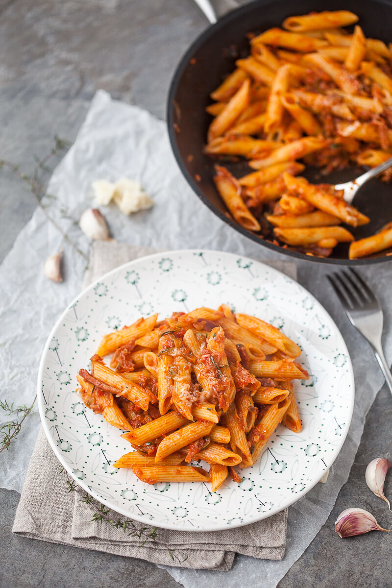 15-minutes Spicy Penne in Tomato Sauce with Salami Recipe | HeyFood — heyfoodapp.com