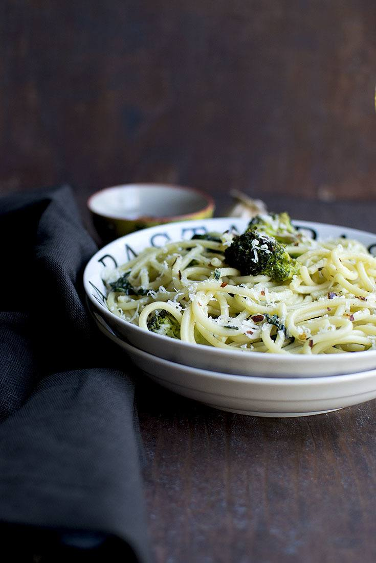 Aglio e Olio with Kale Recipe | HeyFood — heyfoodapp.com