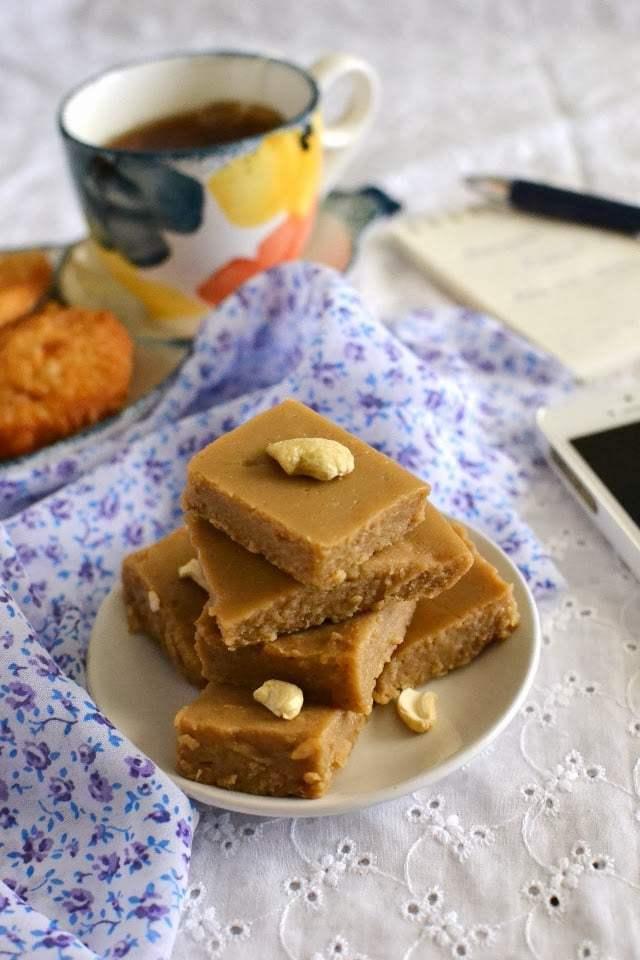 Atte Ka Halwa (Wheat flour Halwa) Recipe | HeyFood — heyfoodapp.com