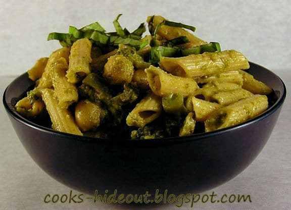 Pasta in Spinach sauce Recipe | HeyFood — heyfoodapp.com