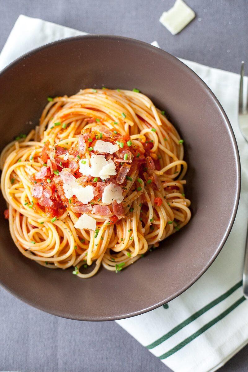 Spaghetti in Tomato Sauce with Bacon Recipe   HeyFood — heyfoodapp.com