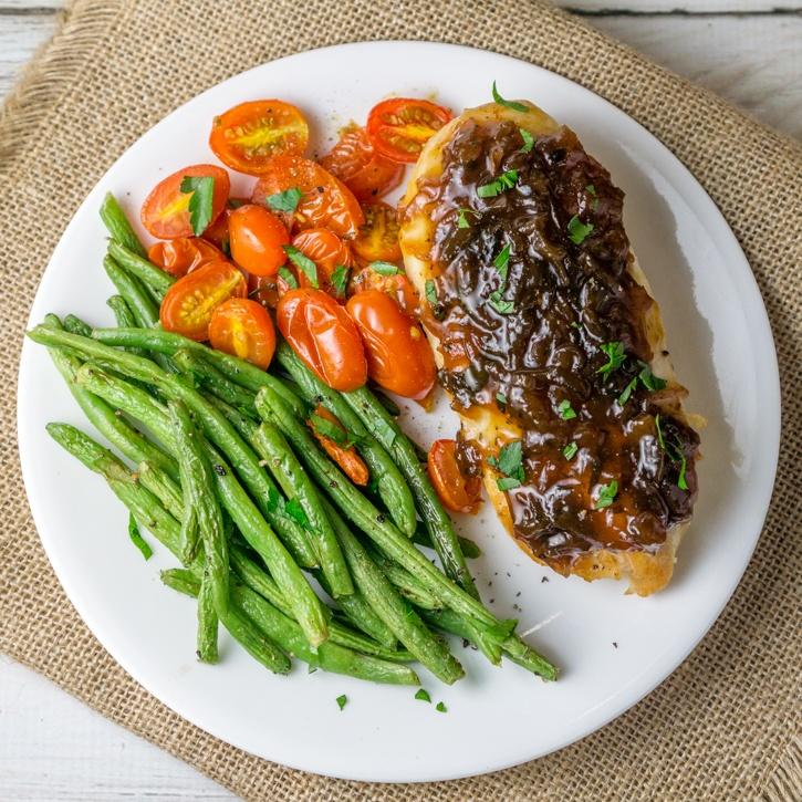 Chicken Breast with Caramelized Onion Gourmet Jam Recipe | HeyFood — heyfoodapp.com