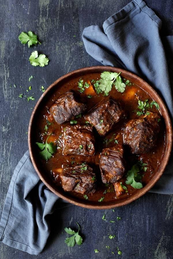 Slow Cooker Beef Short Ribs Barbacoa with Cilantro Lime Cauliflower Rice Recipe | HeyFood — heyfoodapp.com