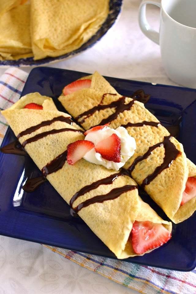 Whole wheat Crepês with Banana, Strawberry & Nutella filling Recipe   HeyFood — heyfoodapp.com