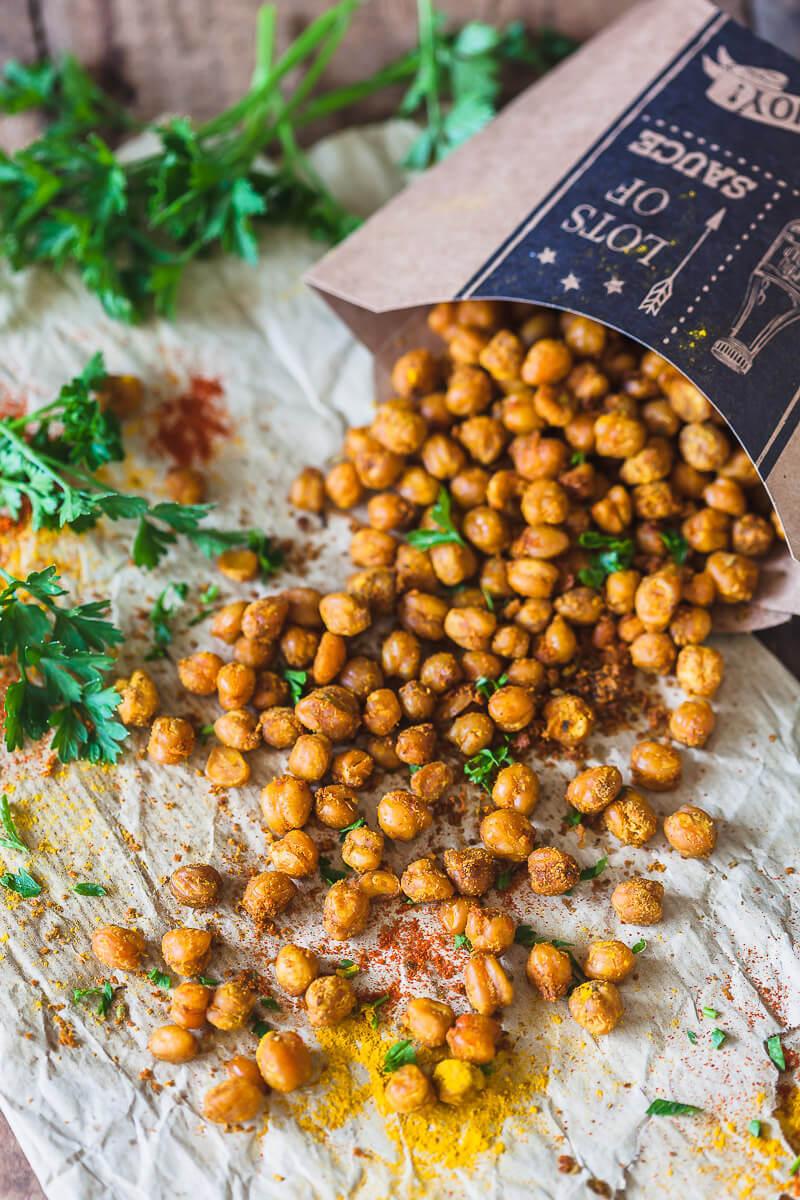 Crispy Turmeric Roasted Chickpeas {Vegan} Recipe | HeyFood — heyfoodapp.com