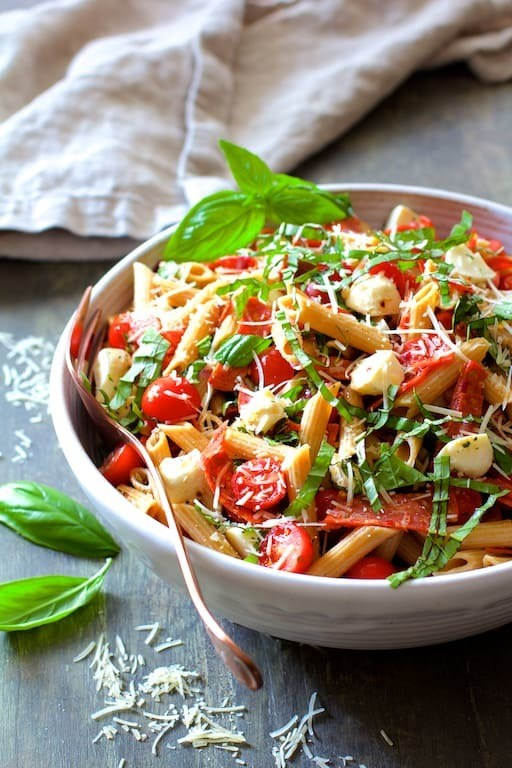Caprese Pizza Pasta Salad Recipe | HeyFood — heyfoodapp.com