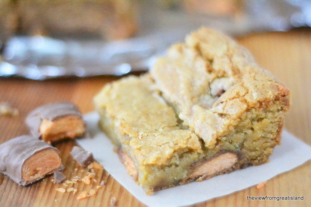 Butterfinger Blondies Recipe | HeyFood — heyfoodapp.com