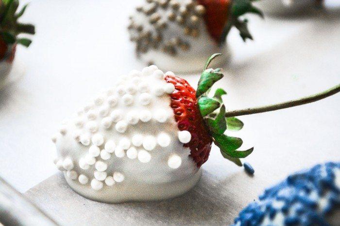 Easy Chocolate Dipped Strawberries Recipe | HeyFood — heyfoodapp.com