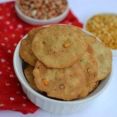 Pappu Chekkalu/ Thattai Recipe   HeyFood — heyfoodapp.com