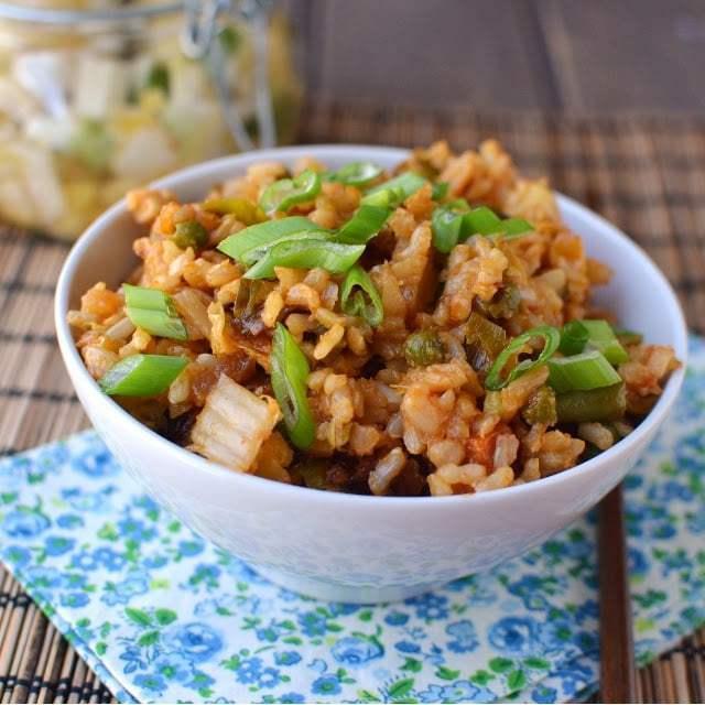 Vegetarian Kimchi Fried Rice (Kimchi Bokkeumbap) Recipe | HeyFood — heyfoodapp.com