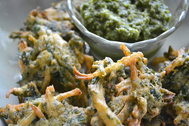 Spinach and Onion Pakora with Green Chutney Recipe | HeyFood — heyfoodapp.com