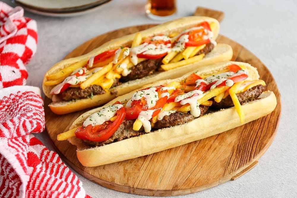 Mitraillette/Pain Americain | Stokbrood Friet - Lekker En Simpel Recipe | HeyFood — heyfoodapp.com