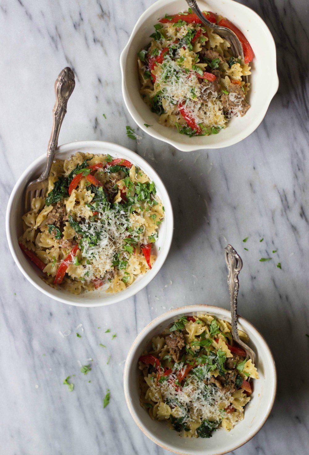 Italian Sausage, Bell Pepper & Spinach Pasta Recipe | HeyFood — heyfoodapp.com