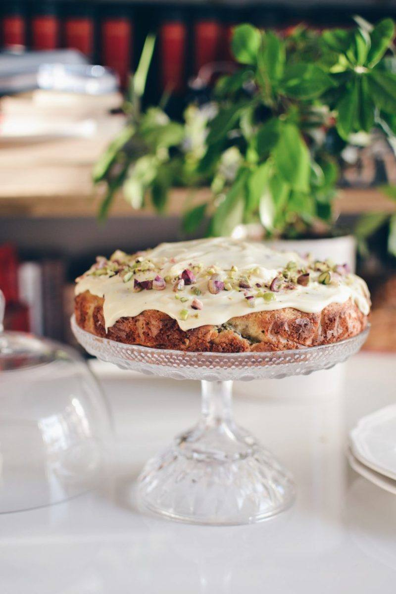 Pistachio and olive oil cake covered in white chocolate glaze Recipe | HeyFood — heyfoodapp.com
