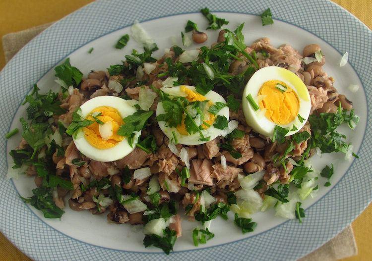 Salada de feijão frade Recipe | HeyFood — heyfoodapp.com