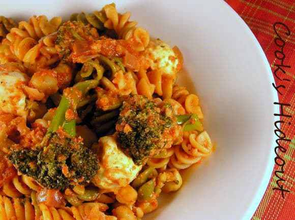 Pasta with Broccoli and Mozzarella in Red Pepper Sauce Recipe | HeyFood — heyfoodapp.com