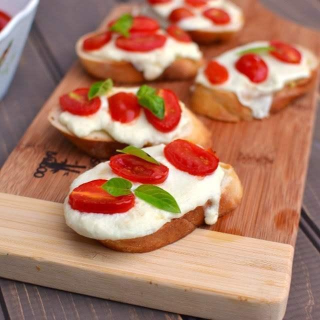 Tomato & Mozzarella Crostini Recipe | HeyFood — heyfoodapp.com