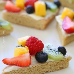 Fruit Pizza Recipe | HeyFood — heyfoodapp.com