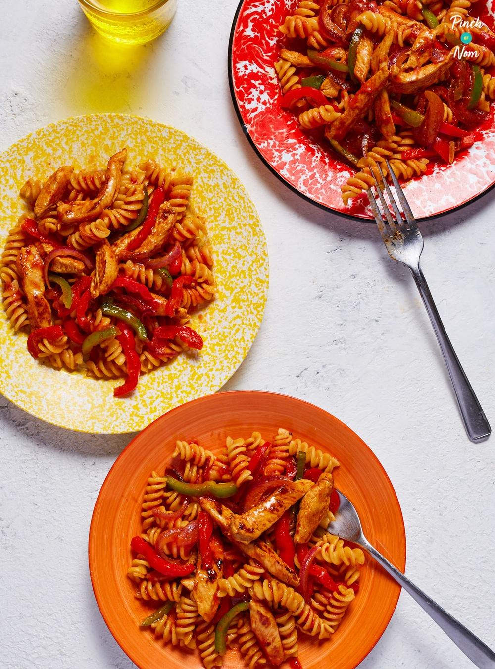 Chicken Fajita Pasta | Slimming & Weight Watchers Friendly Recipe | HeyFood — heyfoodapp.com