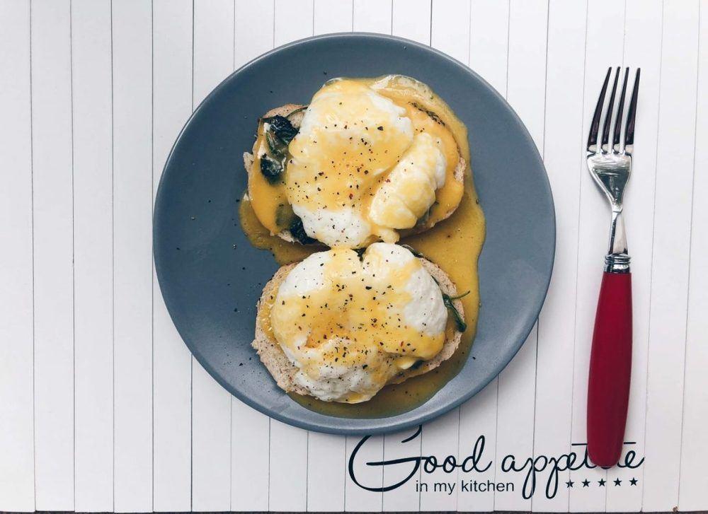 Eggs Florentine Recipe | HeyFood — heyfoodapp.com