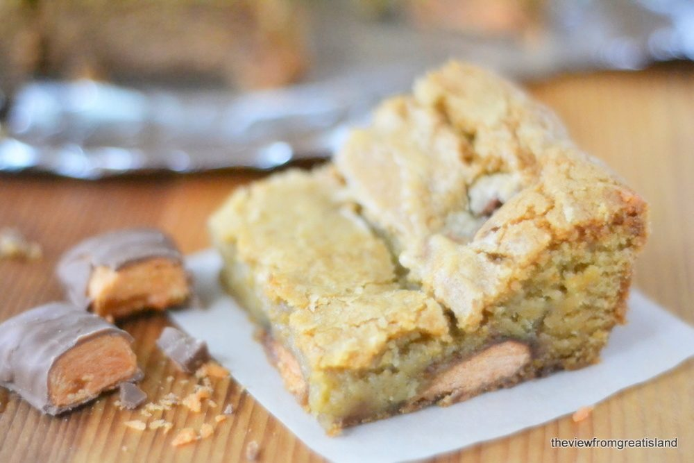 Butterfinger Blondies Recipe | HeyFood — heyfoodapp.com