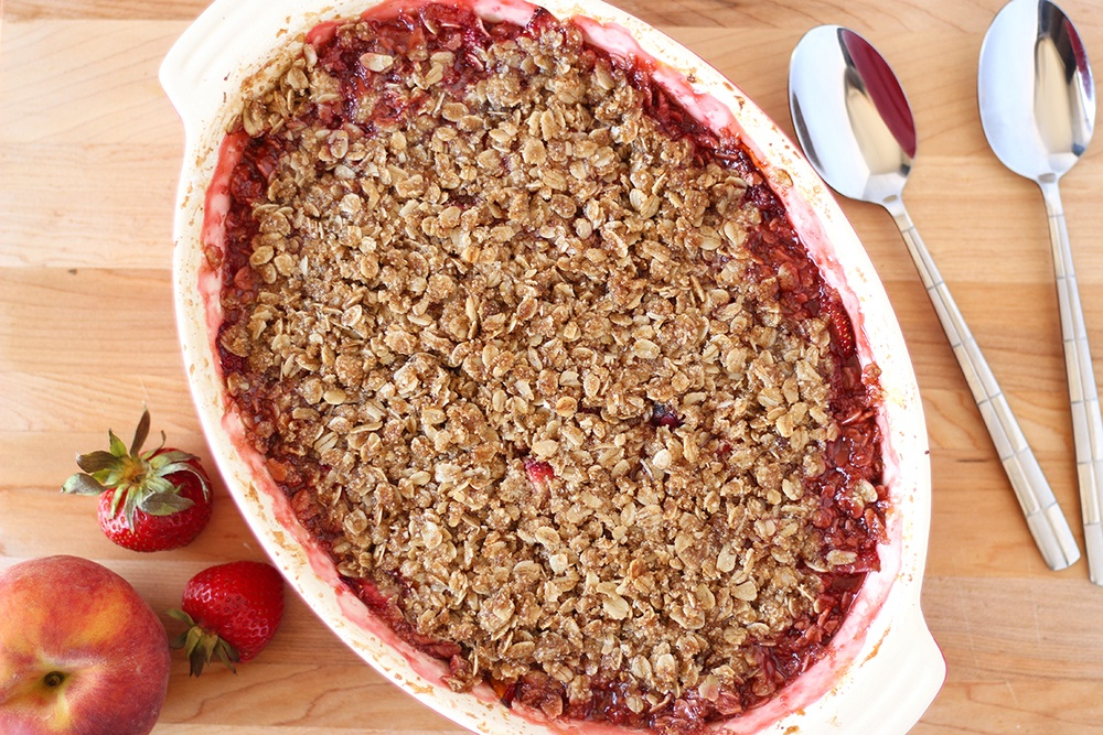 Easy Strawberry Peach Crumble (V, GF) Recipe | HeyFood — heyfoodapp.com