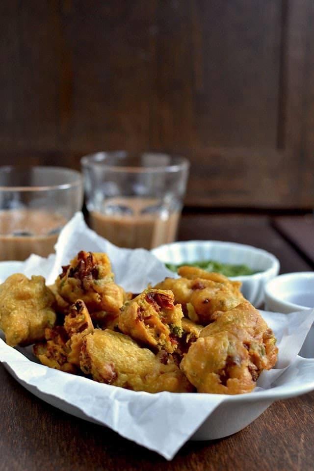 Sanna Pakora (Sindhi Onion Pakoda) Recipe | HeyFood — heyfoodapp.com