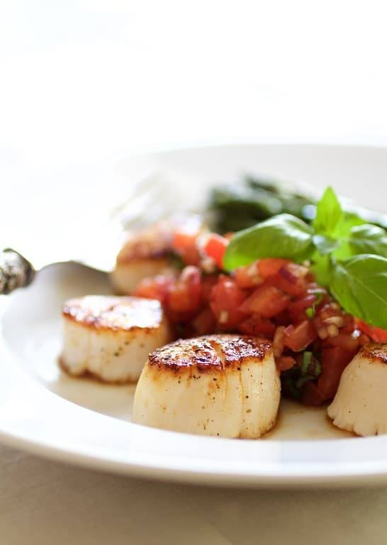 Seared Sea Scallops with Tomato Red Onion and Balsamic Salsa Recipe | HeyFood — heyfoodapp.com