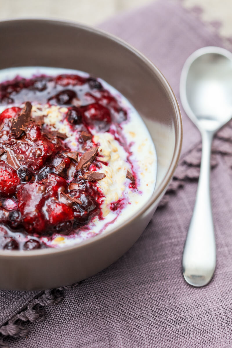 Overnight Berry Oatmeal Recipe | HeyFood — heyfoodapp.com