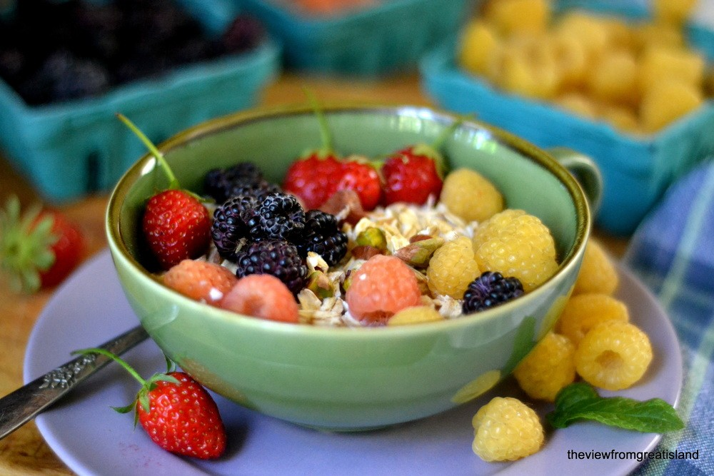 Minimal Monday: Summer Berry Muesli Recipe | HeyFood — heyfoodapp.com