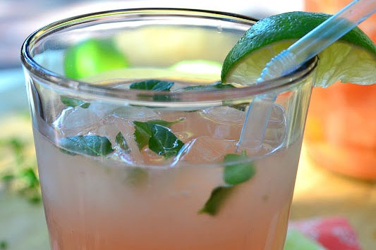 Fresh Grapefruit Mojito Recipe | HeyFood — heyfoodapp.com